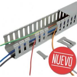 Lote de canaletas para cableado eléctrico